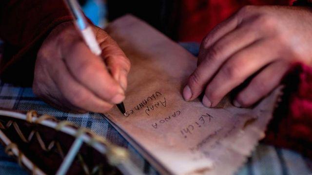 Кальдерон вместе с профессиональными лингвистами работает над сохранением своего родного языка