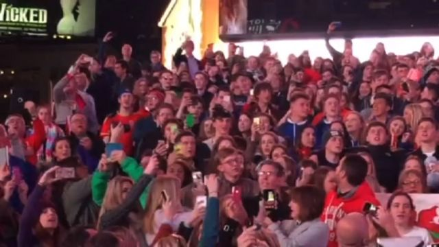 Pupils singing in Times Square