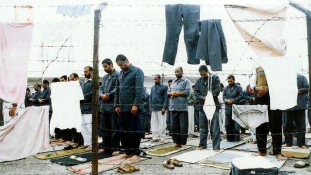 ایران، اسرای شیعی عراقی را در اختیار مجلس اعلای انقلاب اسلامی عراق و لشکر بدر میگذاشت که از معاودین عراقی و مخالفان صدام تشکیل شده بود.