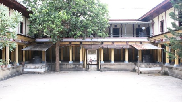 શાળાની ઈમારતની અંદરની તસવીર