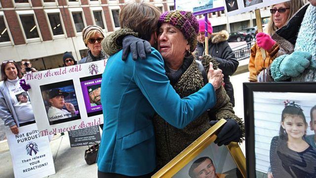 Protesta de familiares de víctimas de sobredosis.