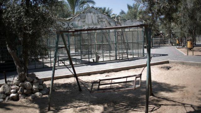 Пустые клетки зоопарка