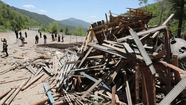 خرابه های به جا مانده از انفجار آزمایشگاه هسته ای کره شمالی