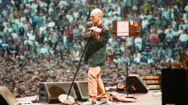 Michael Stipe on stage in 1995