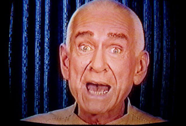 """马歇尔·阿普尔怀特 (Marshall Applewhite) 是一个名为""""天堂之门""""邪教组织的创始人"""
