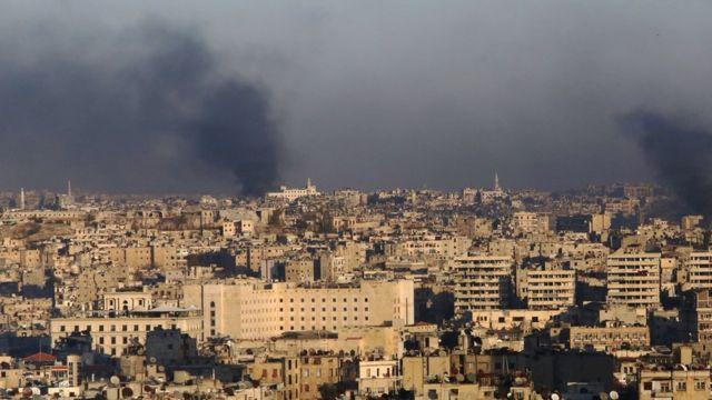 سحب دخان ترتفع في الاحياء الشرقية في حلب