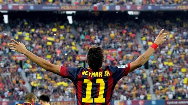 L'attaquent brésilien Neymar célèbre un but contre le Real Madrid.