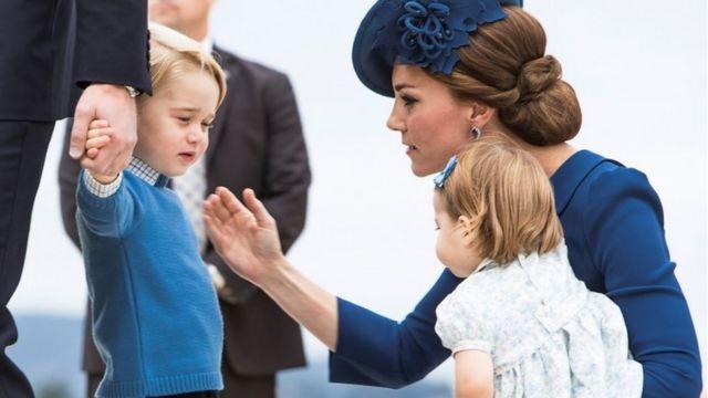 Cambridge hersoginyası Catherine, Middleton, şahzadə Georg və şahzadə Charlotte-a