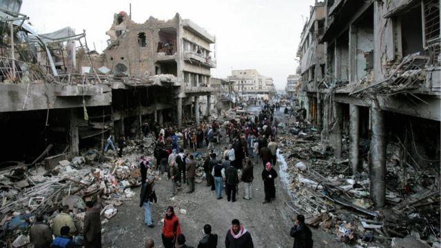 ناامنی و خشونت در عراق تا سالها بعد از سقوط صدام و اشغال این کشور توسط ارتش آمریکا ادامه داشت. (تصویری از خیابانی در بغداد در سال ۲۰۰۷)