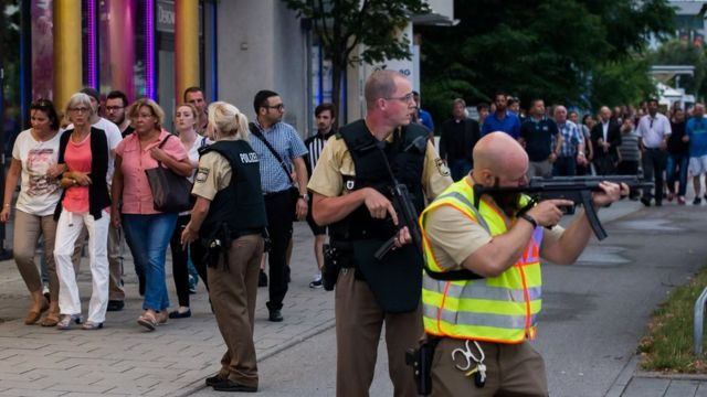 Munich shooting: Manhunt after deadly attack at shopping centre