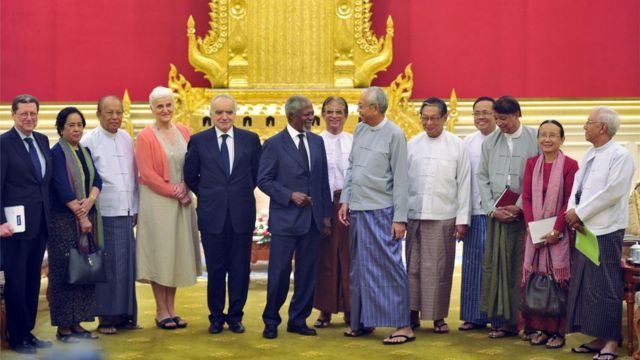 "Former UN secretary general Kofi Annan (6th L) and members of the Rakhine Commission talk to Myanmar""s President Htin Kyaw (6th R) during their meeting in Naypyidaw on December 5, 2016,"