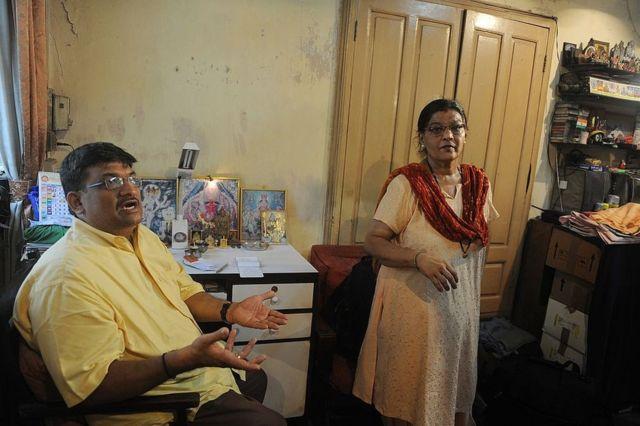 प्रसाद पनवलकर और उनकी पत्नी स्मिता