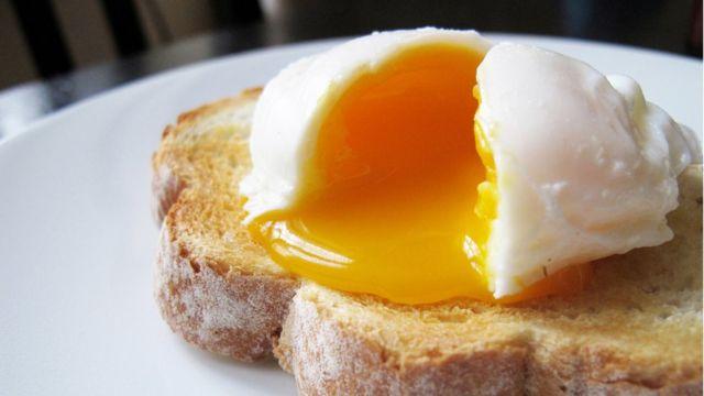 Яйцо на ломте хлеба