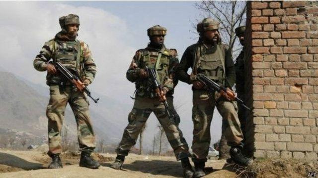भारत प्रशासित कश्मीर में तैनात भारतीय सेना के जवान