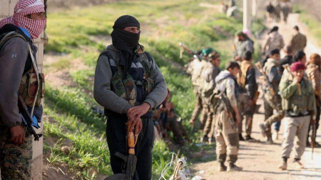 نیروهای دموکراتیک سوریه که با کمک نظامی آمریکا در نبرد با داعش هستند