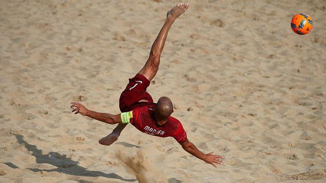 Les huit équipes qualifiées sont le Nigeria, l'équipe du pays hôte, la Cote d'Ivoire, l'Egypte, le Ghana, la Libye, Madagascar, le Maroc et le Sénégal.