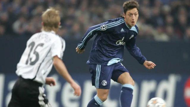 Mesut Özil, Schalke 04 formasıyla