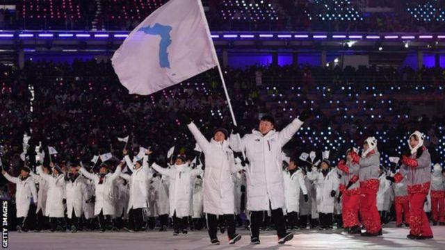 평창올림픽 개회식에서 한반도기를 들고 공동 입장한 남북한 선수단