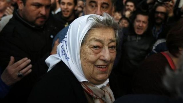 La presidenta de las Madres de Plaza de Mayo, Hebe de Bonafini, se comprometió a declarar la próxima semana.