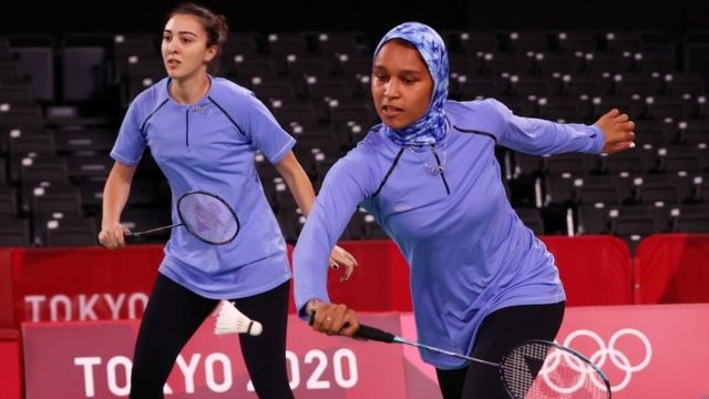 Hadia Hosny (left) and Doha Hany playing at the Tokyo Olympics