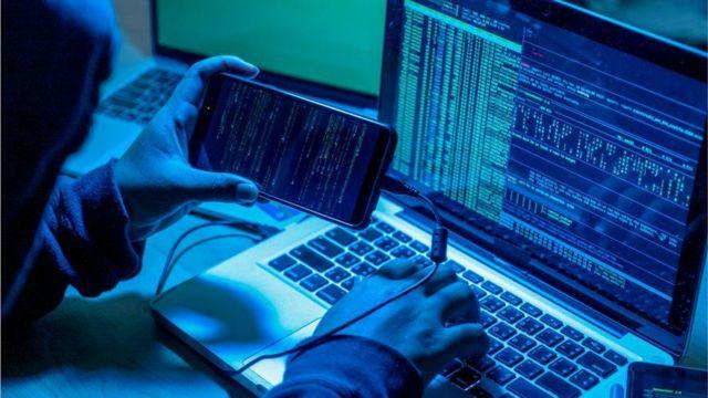 Siber-korsanlar sosyal medya ağlarına, platformlarına milyonlarca kullanıcının koyduğu verileri toplayıp satıyor