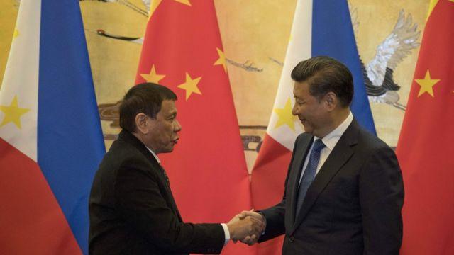 China's President Xi Jinping and Philippines president Rodrigo Duterte shaking hands.