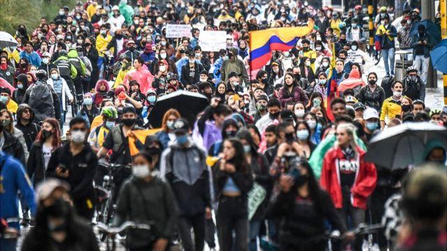 """Protestas en Colombia: la alcaldesa de Bogotá dice que """"la escalada  violenta fue brutal"""" pero descarta la militarización de la ciudad - BBC  News Mundo"""