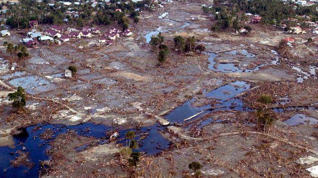 Imagen aérea de cómo quedó Banda Aceh, en Indonesia, tras el paso del tsunami.