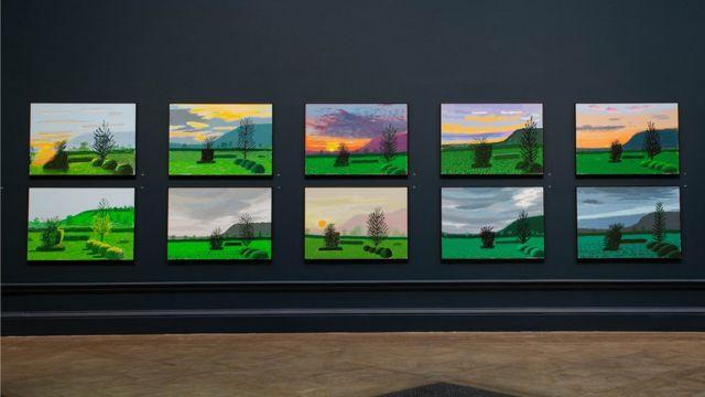 10 imágenes del mismo panorama registrados a diferentes horas del día en la exposición de David Hockney en la Royal Academy