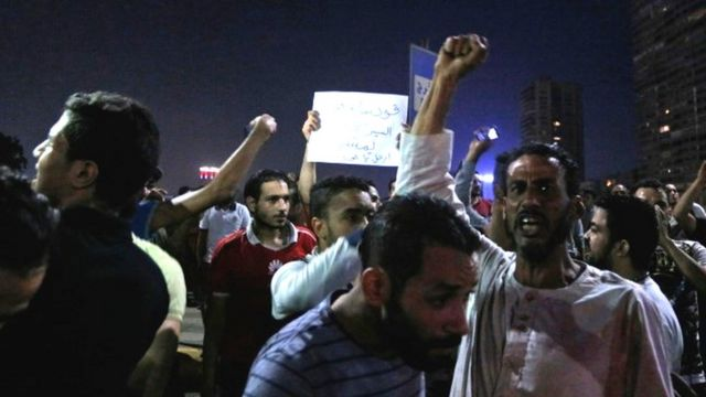 압델 파타 알 시시 대통령 사퇴를 요구하는 시위대