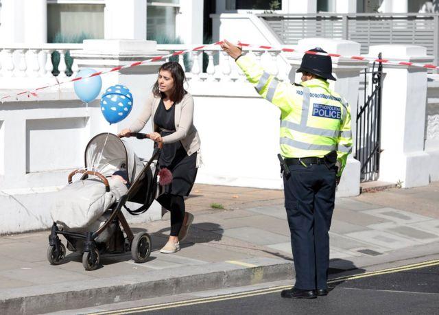 Поліція оточила місце інциденту. Доступ із обмеженнями залишили лише для місцевих жителів і працівників офісів неподалік