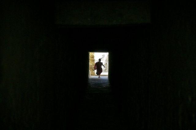 بالصور: رهبان أطفال في جبال الهيمالايا
