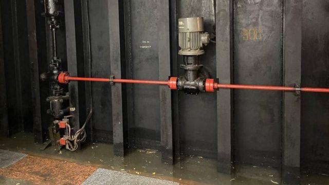 Злива у Києві затопила вулиці та станції метро