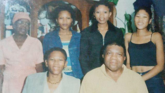 Agnes, Gideon e três filhas do casal