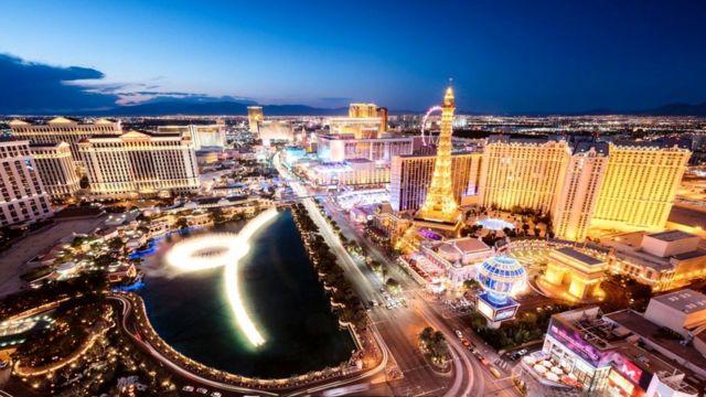 В Лас-Вегасе всего 600 тысяч жителей, остальные - туристы и приезжающие сюда, порой очень надолго, знаменитости