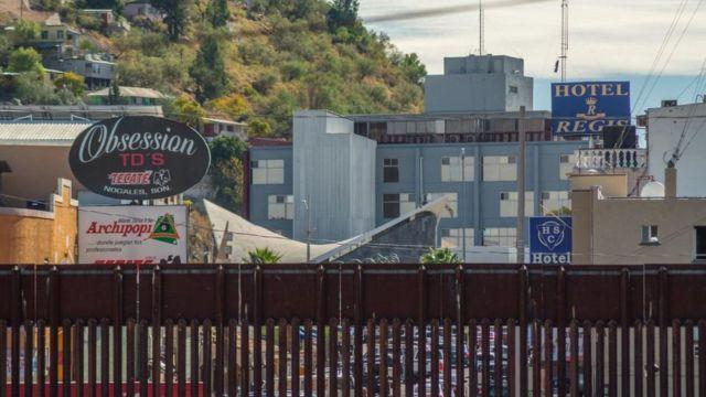 Valla y vista de Nogales, Sonora
