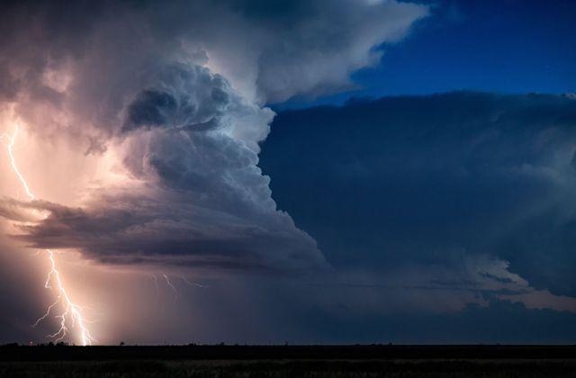 Fotógrafo registra tornados nos EUA