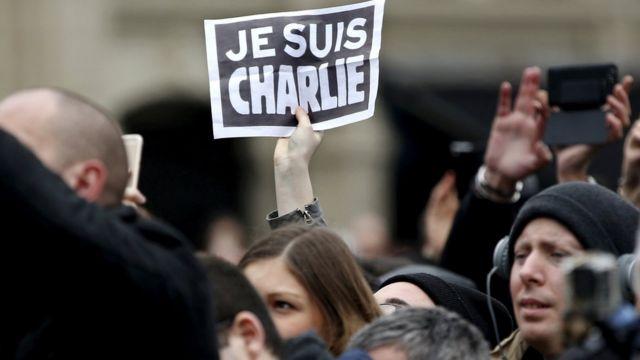 Saldırıdan sonra 'Je suis Charlie' (Ben Charlie'yim) sloganıyla gösteriler düzenlendi.