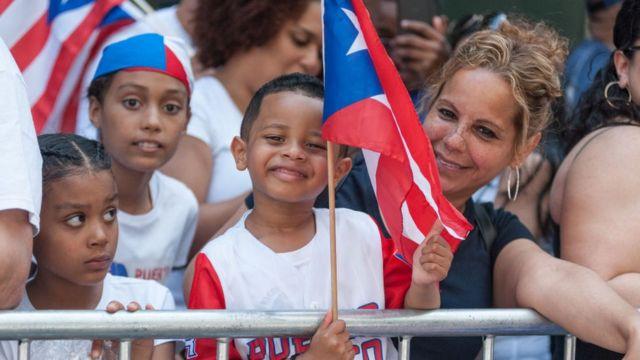 Puertorriqueños en un desfile en Nueva York.