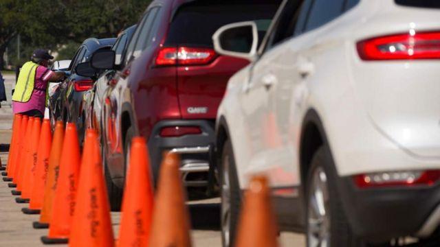 Centro de votación drive trhough en texas