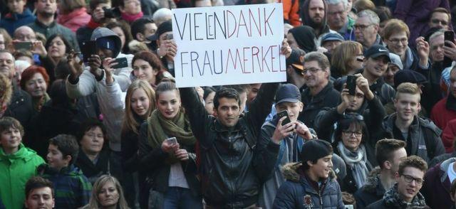 "Muškarac drži transparent na kome piše ""Puno vam hvala gospođo Merkel"" na mitingu CDU u Baden-Virtembergu, 8. marta 2016"
