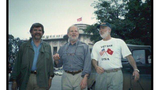 Dick Swanson và đồng nghiệp thăm Hà Nội