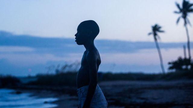 「ムーンライト」は、南部フロリダ州のマイアミで貧困と自らのセクシュアリティーに直面する少年を描く