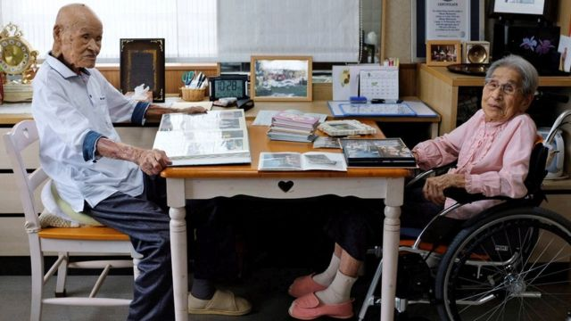 Pasangan suami istri tertua di dunia ini tinggal di panti jompo di Takamatsu, Kagawa.