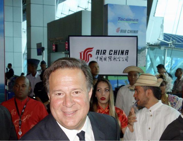 2018年4月5日,巴拿马总统巴雷拉率经贸旅游官员迎接中国国际航空北京-休斯敦-巴拿马航线首航班机抵达(郭笃为摄影)。
