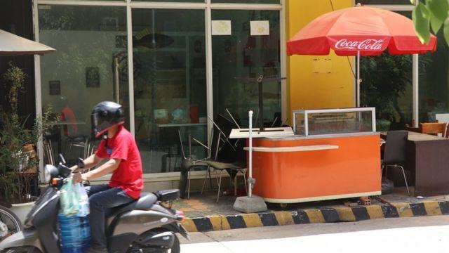 ร้านขายส้มตำใกล้กับแม่โขง การเดนส์