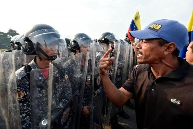 Venezuela'nın Kolombiya sınırında Maduro karşıtı gösteriler düzenleniyor