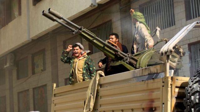 شبهنظامیان حوثی به خانه علی عبدالله صالح در مرکز صنعا حمله کردند