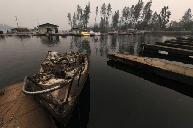 Požari u Kaliforniji, izgoreli brodić