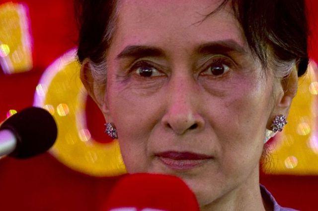 นางซูจีเผชิญกับคำวิพากษ์วิจารณ์ว่าเพิกเฉยต่อเหตุรุนแรงต่อโรฮิงญา